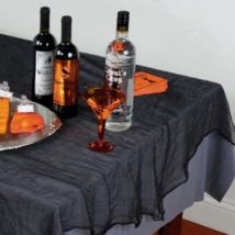 Fekete asztalterítő