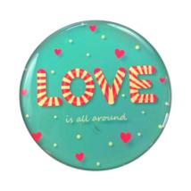 Hűtőmágnes Love is all around felirattal