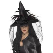 Boszorkány kalap fátyollal és tollakkal